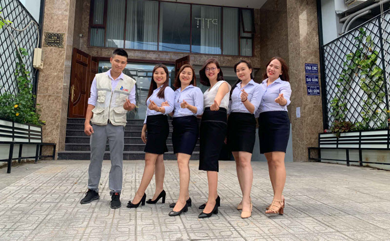 Nhân viên công ty VLXD Vina CMC