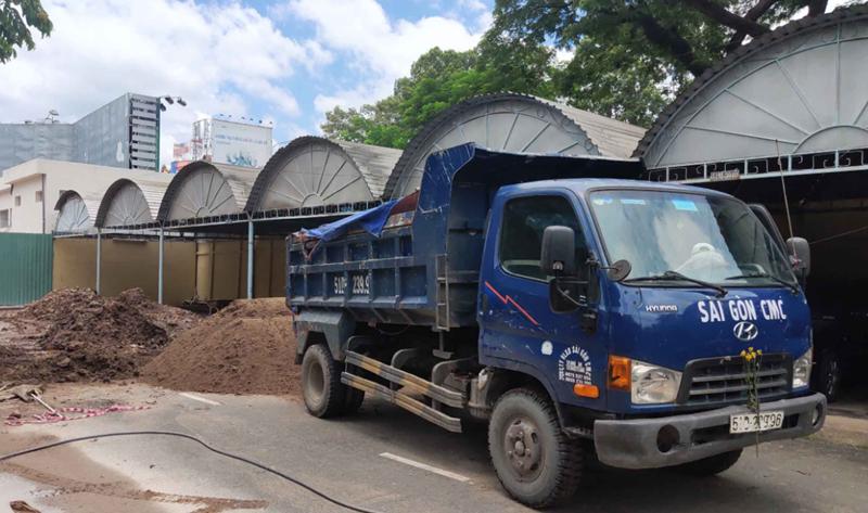VLXD Vina CMC vận chuyển cát xây dựng đến tận công trình cho khách hàng ở tphcm