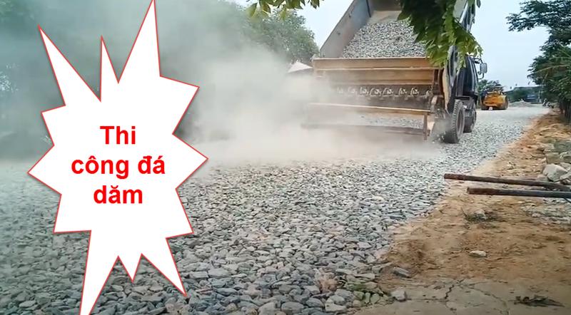 Thi công đá dăm nước gồm nhiều công đoạn