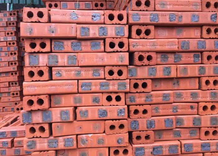 Gạch chỉ là sản phẩm thuộc gạch đất nung, có màu đỏ cam hoặc cam đỏ đẹp mắt